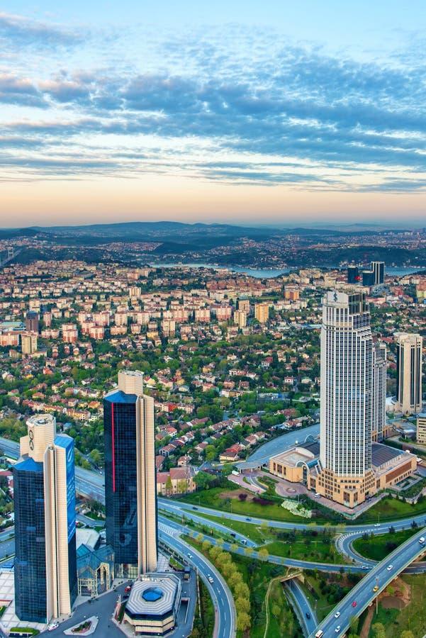 现代伊斯坦布尔夜视图  免版税图库摄影