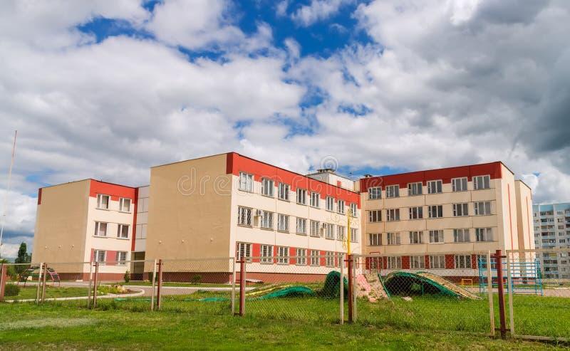 现代俄国学校大厦  免版税库存图片