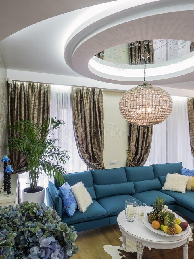 现代公寓客厅 免版税库存图片