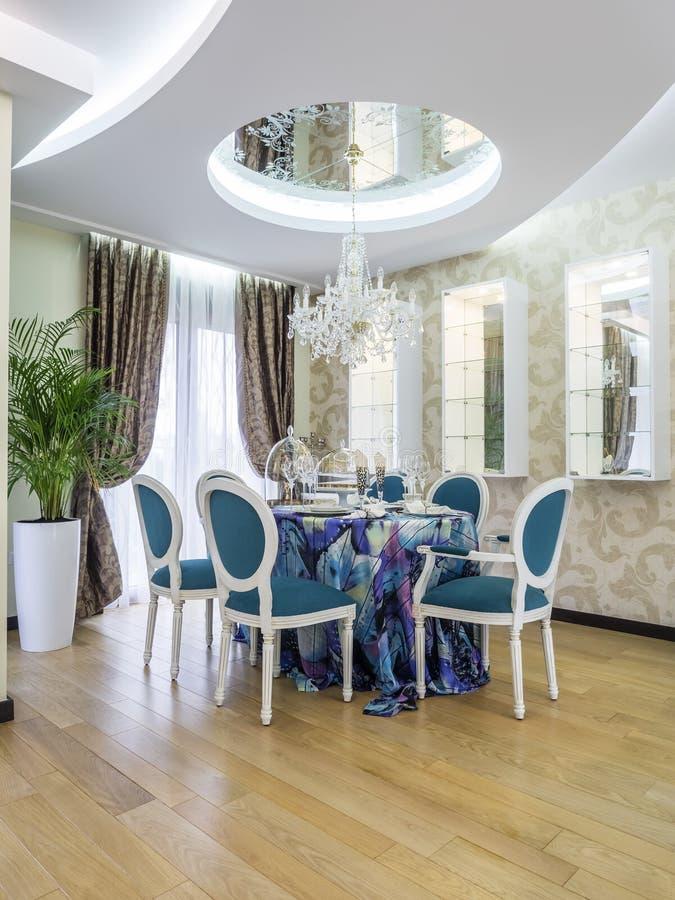现代公寓dinning的室 免版税图库摄影