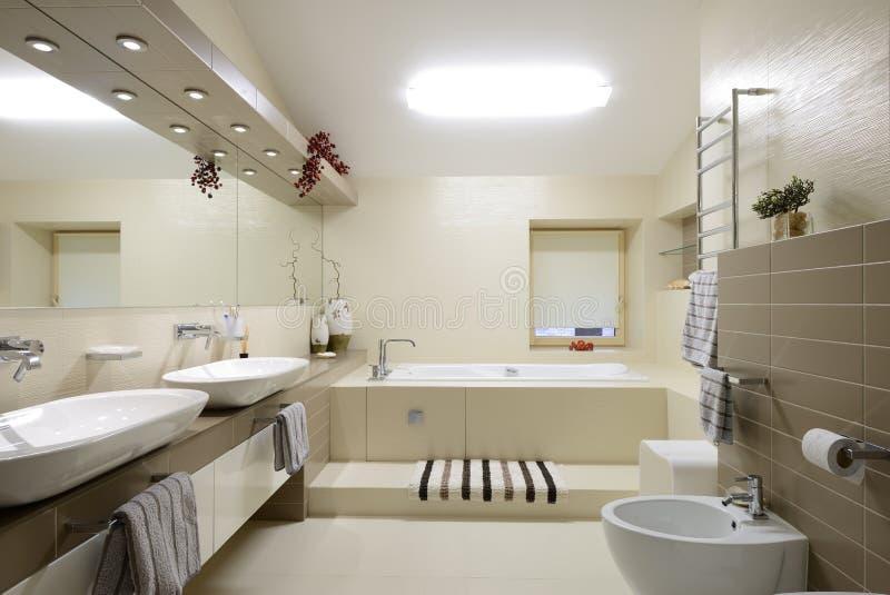 现代内部。卫生间 库存图片