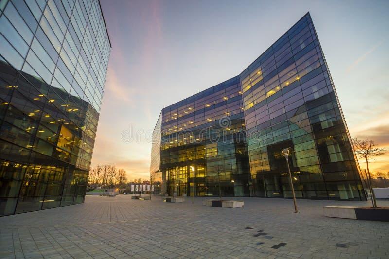 现代办公楼在晚上 图库摄影