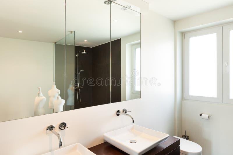 现代卫生间的房子 免版税库存图片