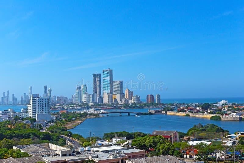 现代发展和加勒比海在卡塔赫钠,哥伦比亚 免版税库存图片