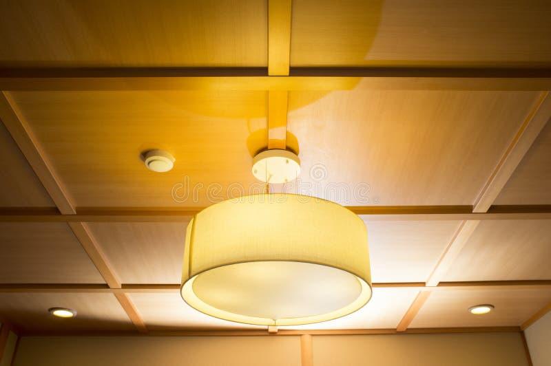 垂悬的灯 免版税库存照片