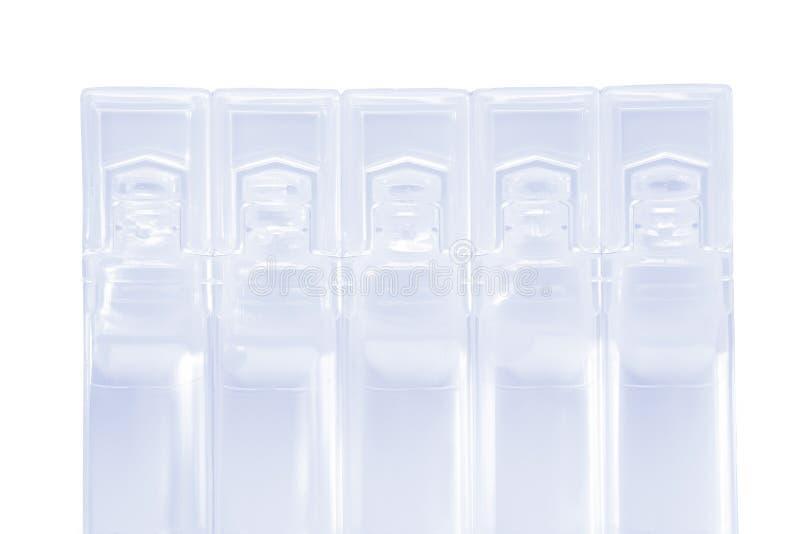 现代塑料一次用量的针剂组装 免版税库存图片