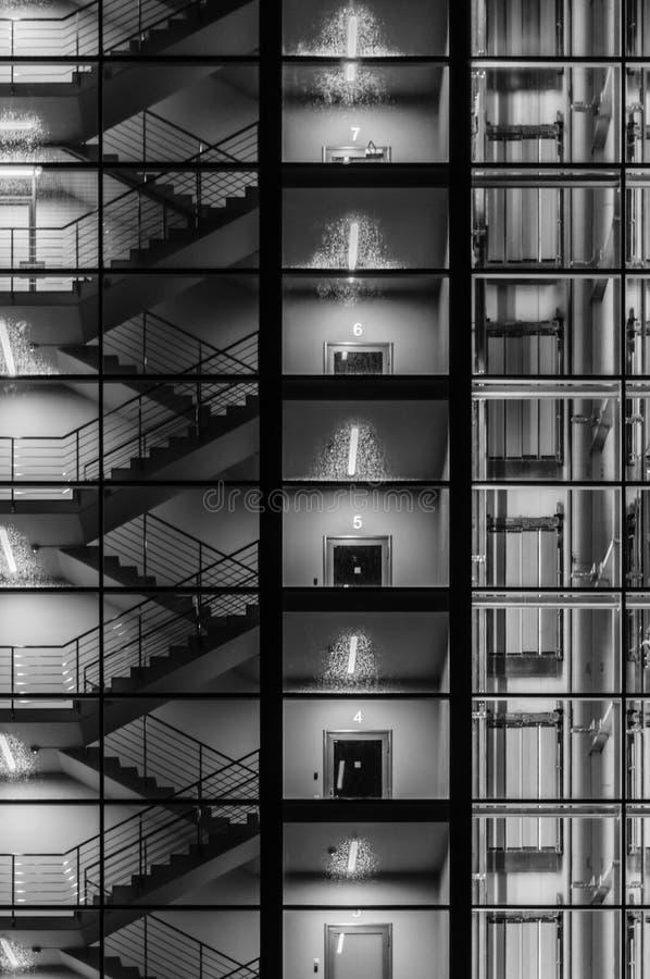Download 现代大厦摘要外部 库存图片. 图片 包括有 现代, 没人, 建筑, 顽皮地, 拱道, 设计, 生活, 扶手栏杆 - 62530939