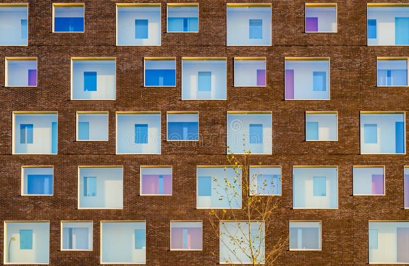 现代大厦的门面 免版税库存照片