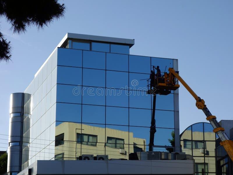 现代大厦窗口洗涤物 库存照片