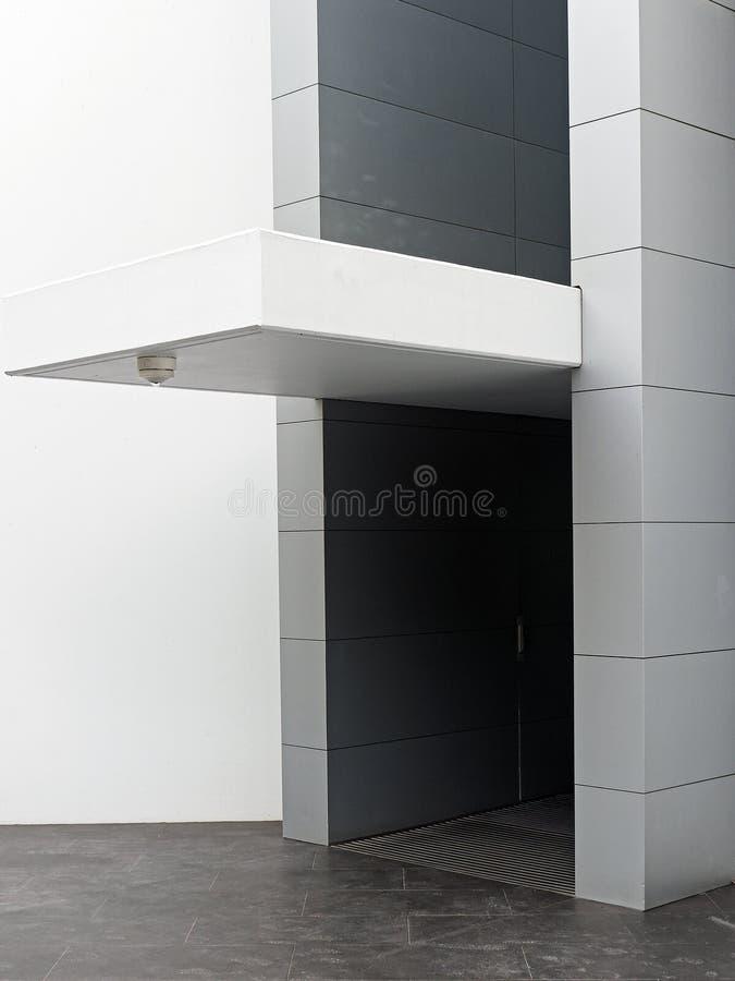 现代大厦,平板遮篷 免版税库存图片
