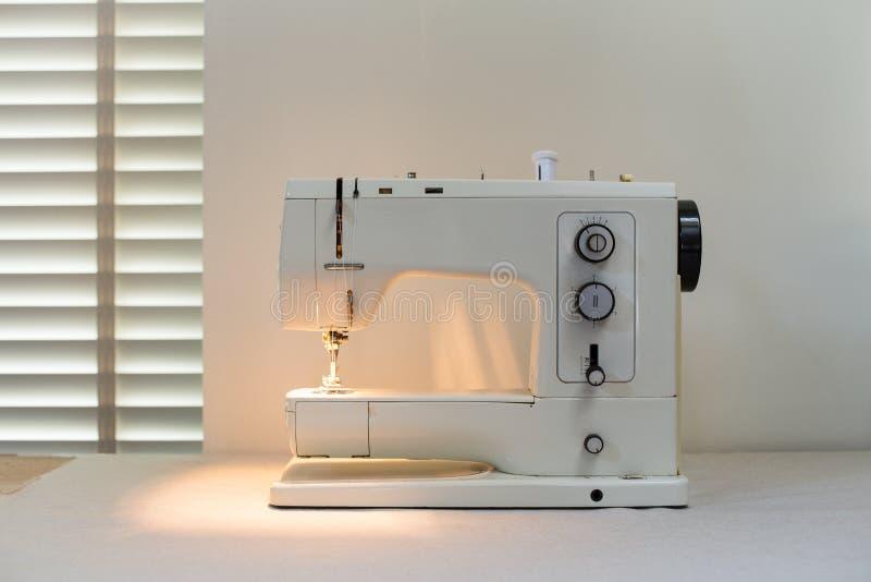 现代天电缝纫机 免版税图库摄影