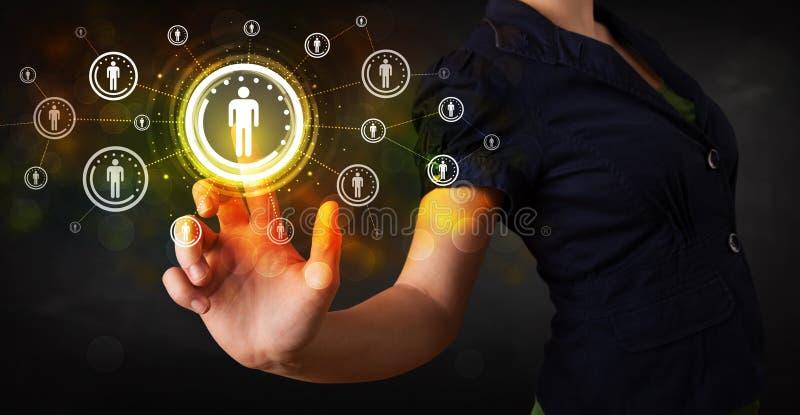 现代女实业家感人的未来技术社会网络b 免版税库存图片