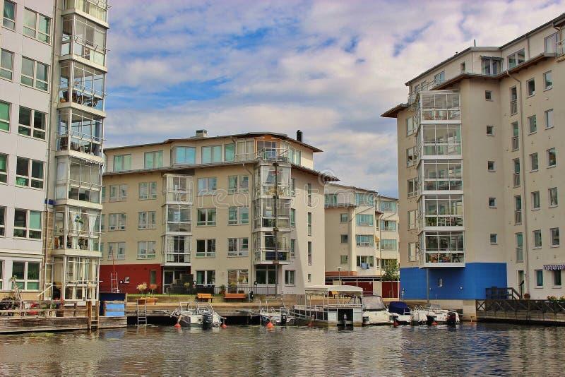 现代居民住房在卡尔斯塔德,瑞典 免版税库存照片