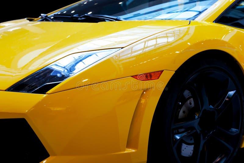 现代快速车特写镜头背景 豪华,昂贵 免版税库存图片