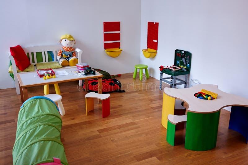 现代戏剧儿童居室 库存照片