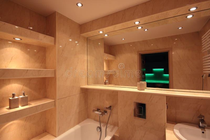 现代房子卫生间内部 免版税库存图片