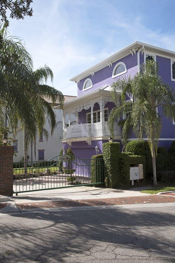 现代房子和安全门 图库摄影