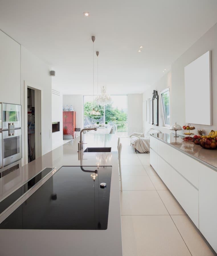 现代房子,现代厨房 免版税库存照片
