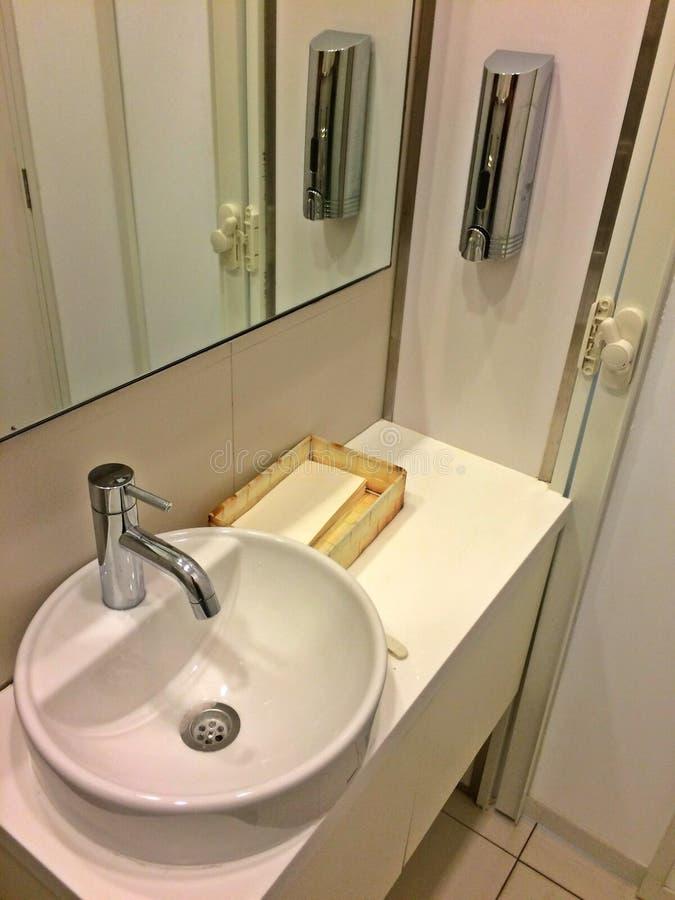 现代洗手间 库存图片