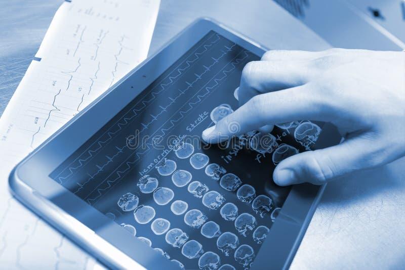 现代技术和医生 免版税库存照片