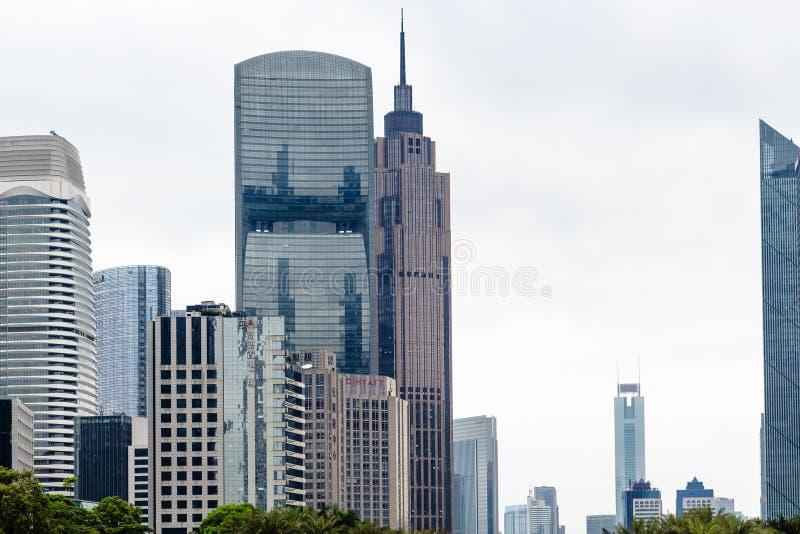 现代摩天大楼在广州市在雨中 免版税库存图片