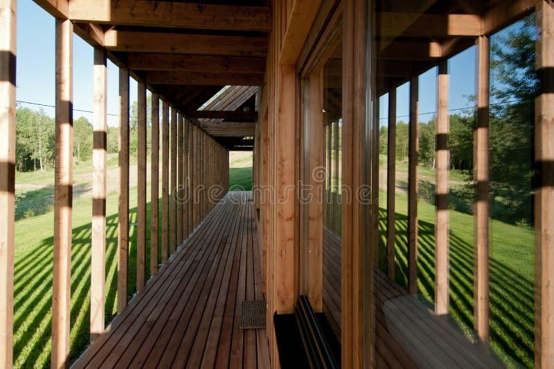 现代木房子细节  免版税库存照片