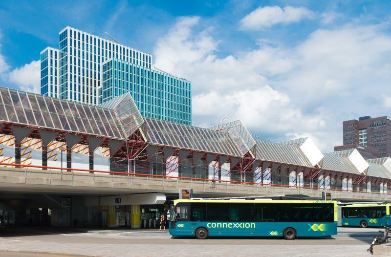 现代火车和汽车站 免版税库存图片