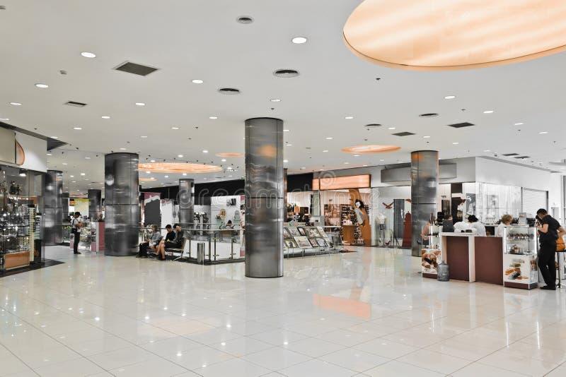现代购物中心内部  库存图片