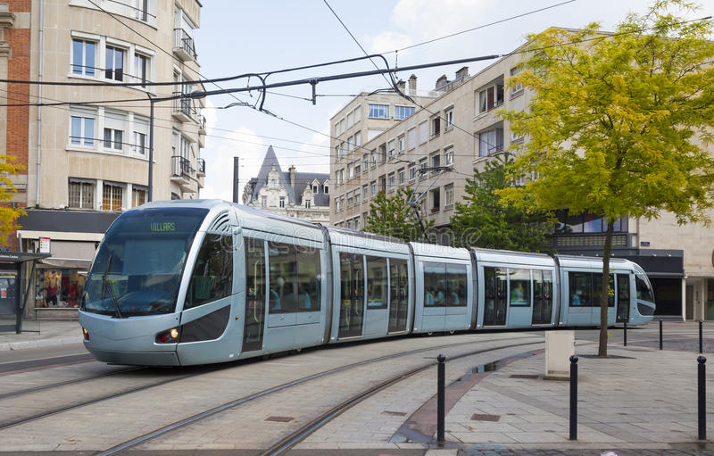 现代电车在瓦朗谢纳 免版税库存图片