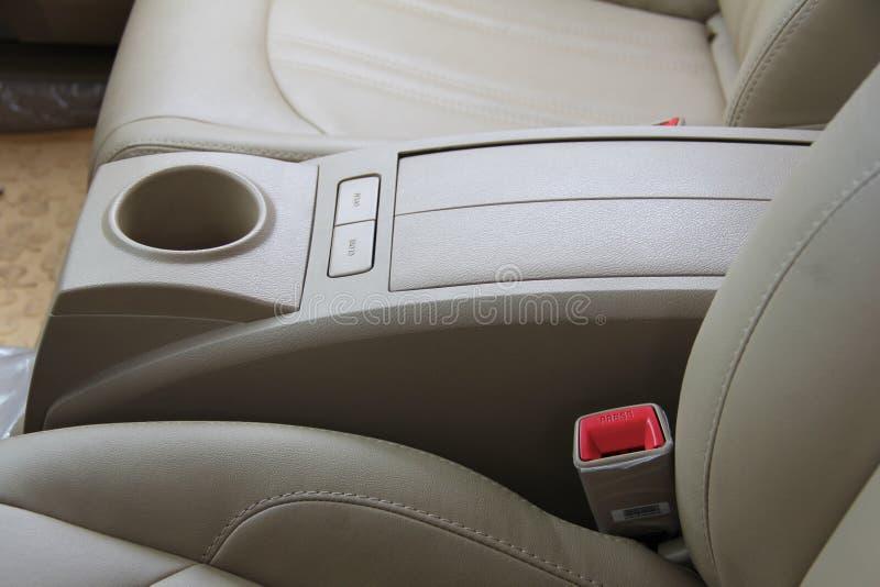 现代皮革汽车座位和胳膊休息 库存照片