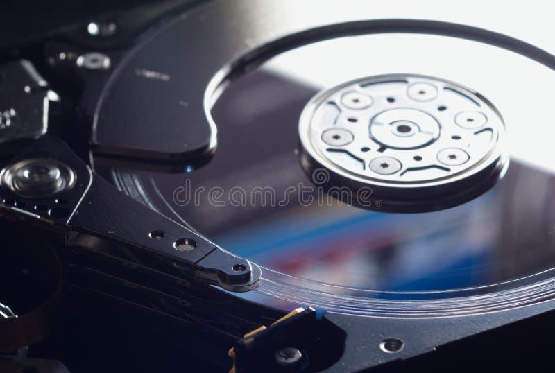 现代硬盘表面上的磁头损坏损伤 免版税库存照片