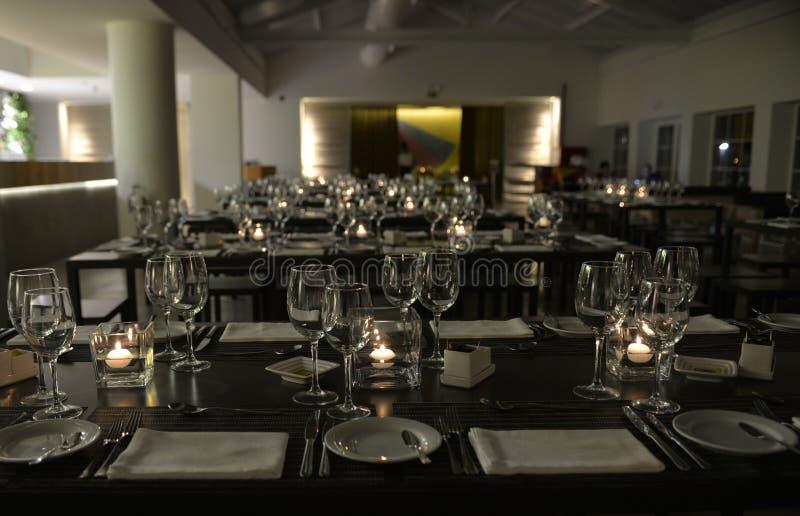 现代表,餐馆对光检查装饰,晚餐事件 免版税库存照片