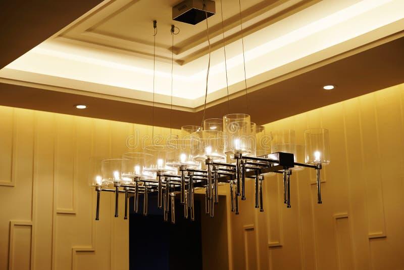 现代被带领的枝形吊灯照明设备 库存照片