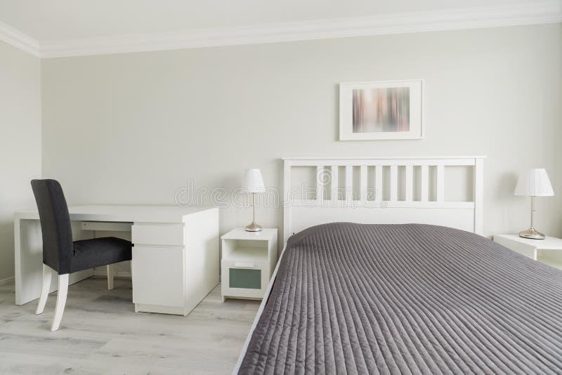 现代设计的卧室 免版税库存照片