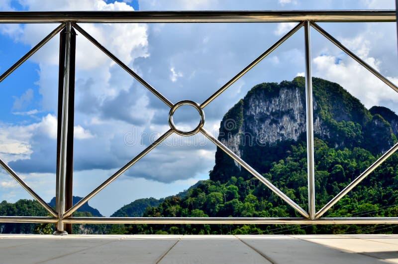 现代钢阳台的透视 免版税库存照片