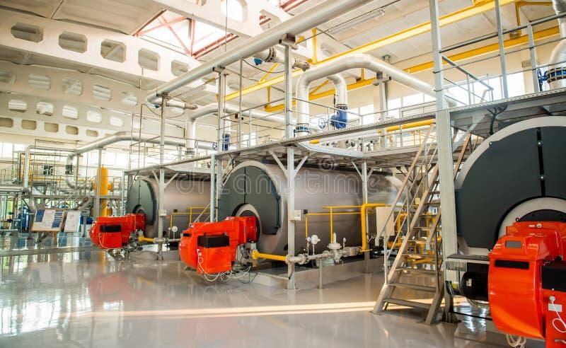 现代锅炉室设备大功率燃烧器 免版税图库摄影