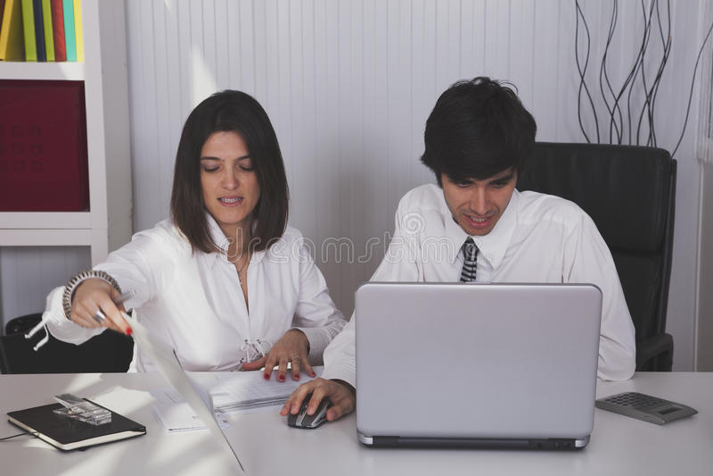 现代队在办公室 免版税库存照片