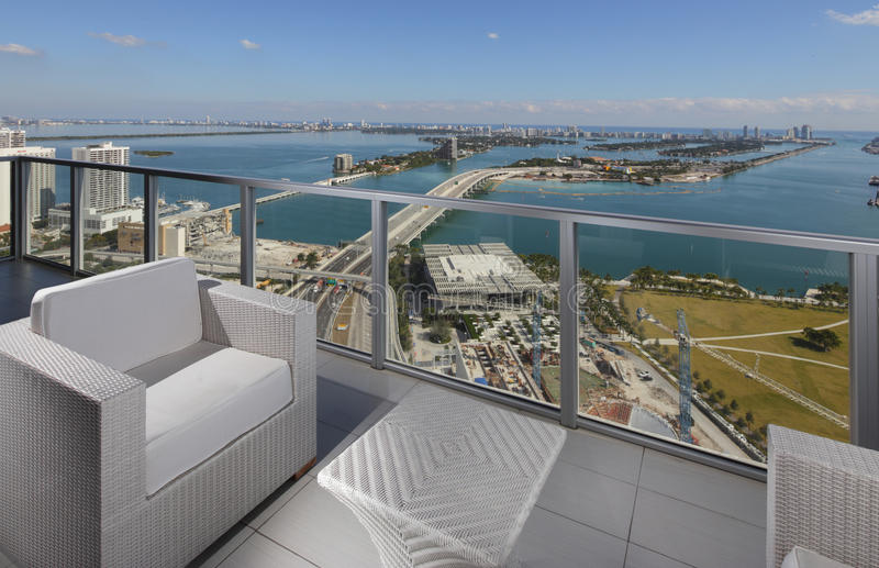 现代阳台有一个巨大看法 库存照片