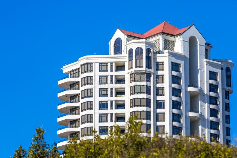 现代高层公寓 免版税库存照片