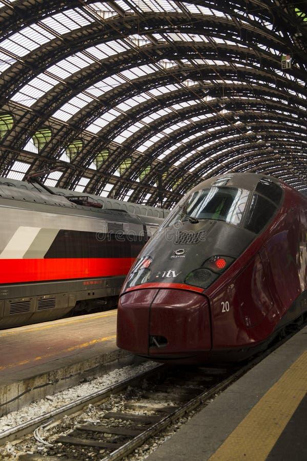 现代高速火车中止火车站 库存图片
