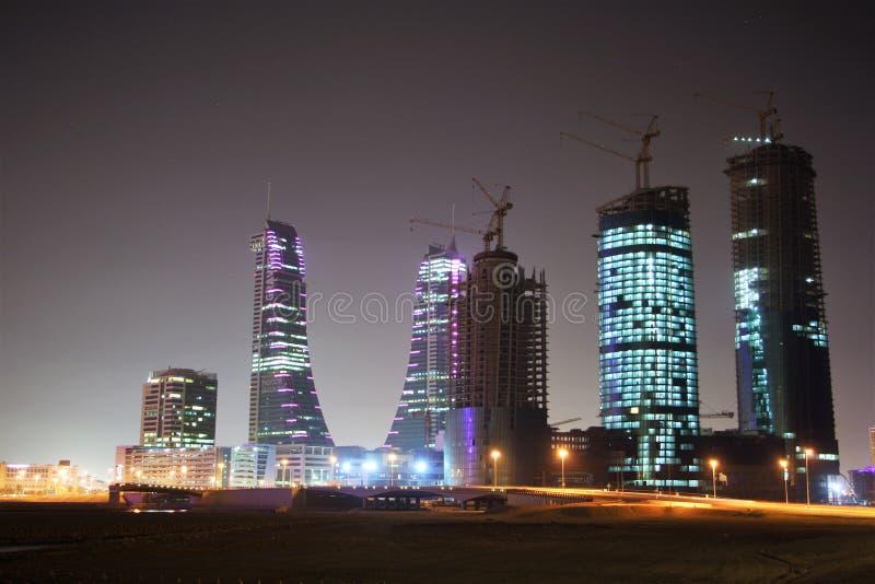 现代麦纳麦,巴林在晚上 免版税库存照片