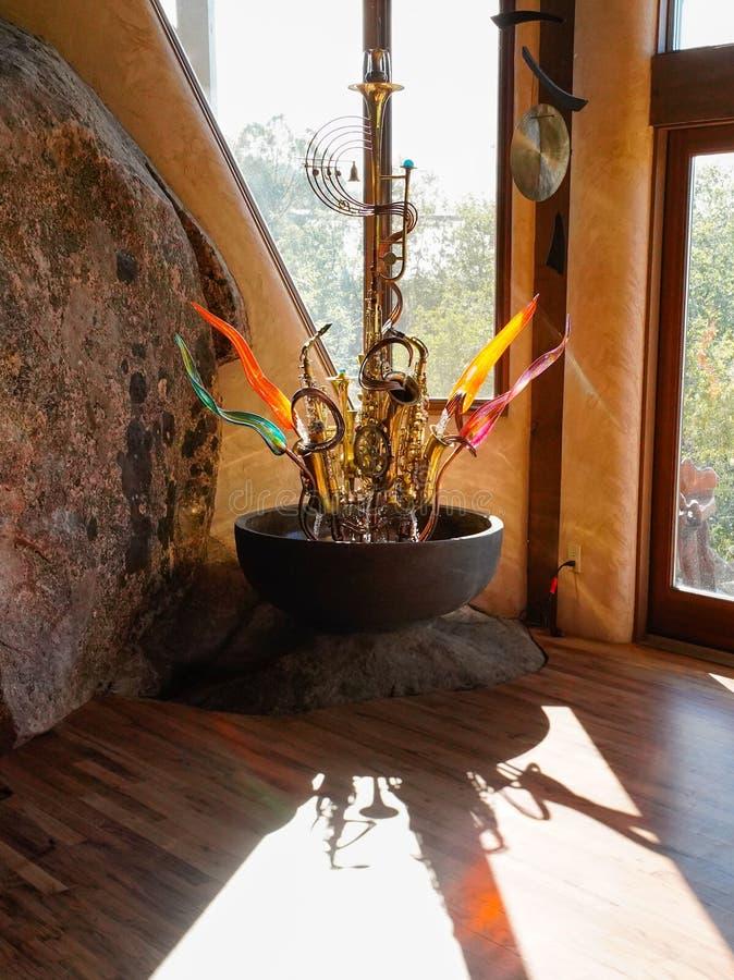 玻璃、黄铜、光和阴影 免版税库存图片
