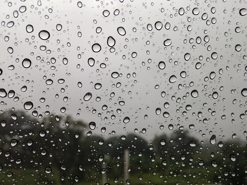 玻璃下落在一个雨天 免版税图库摄影