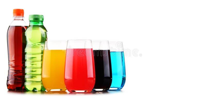 玻璃和瓶被分类的碳酸化合的软饮料 免版税库存照片