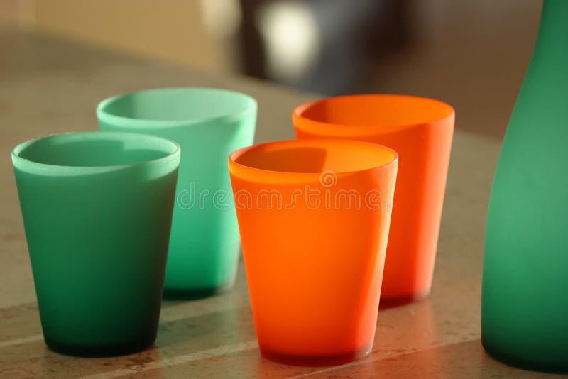 Download 玻璃器皿 库存照片. 图片 包括有 显示, 橙色, 玻璃, 绿色, 用餐, 玻璃器皿, 水罐, 杯子, 当代, 野餐 - 64828