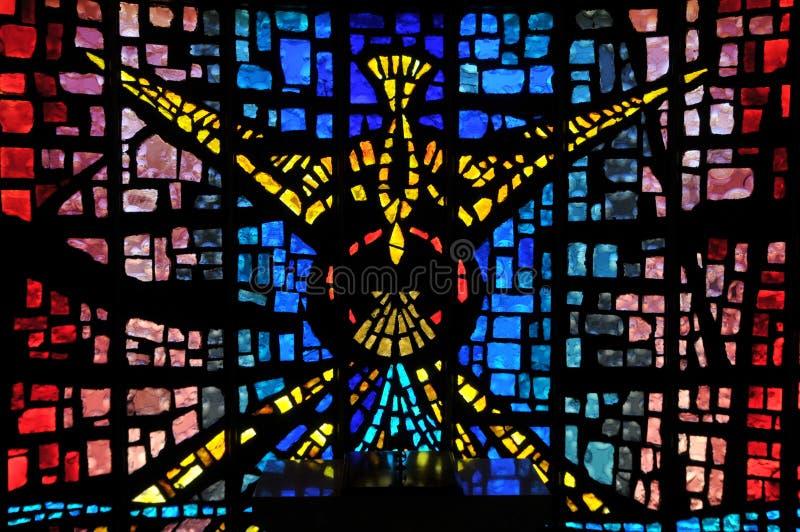 玻璃圣灵staing的视窗 免版税库存照片