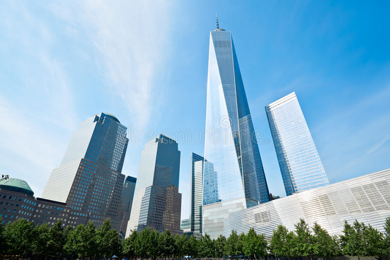 玻璃大厦包围的世界贸易中心一号大楼摩天大楼 库存照片