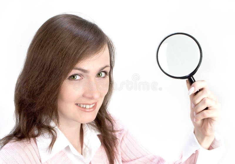 玻璃扩大化的妇女年轻人 免版税库存照片
