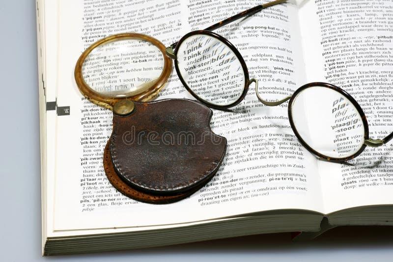 玻璃扩大化的眼镜 免版税库存照片