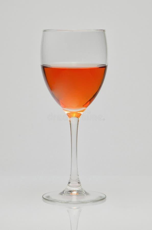 玻璃杯子用玫瑰酒红色 免版税图库摄影
